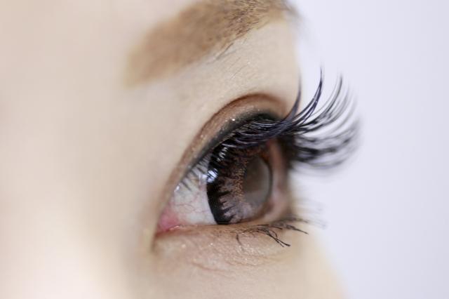 眼精疲労やスマホ老眼を防いで目の若さと美しさを保ちましょう。