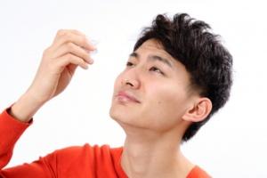 目の症状に合わせて正しい目薬を選べてますか?