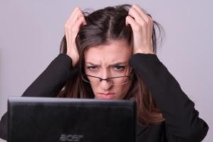 左右の視力さが「0.5」以上ある人は要注意!疲れ目のリスクが大!